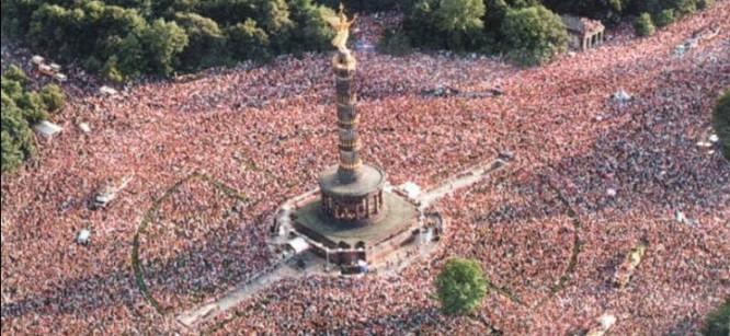 Activists Mimic Legendary Love Parade Festivals for Demonstration