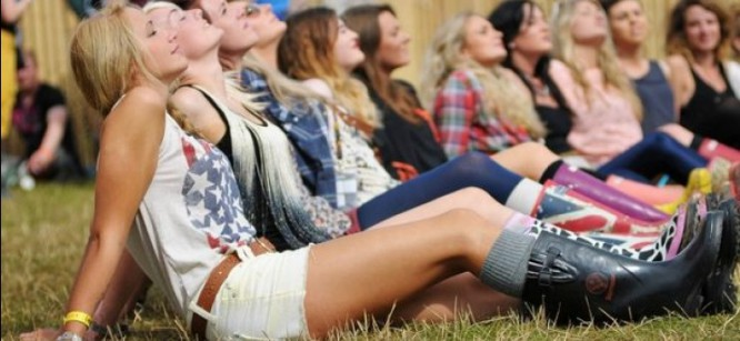Company Plans To 3D Print Free Rain Shoes At Music Festivals