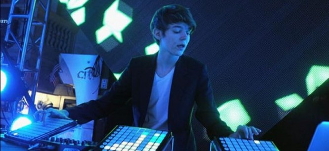 Watch Madeon Showcase His Skills As He Performs A Mix Live
