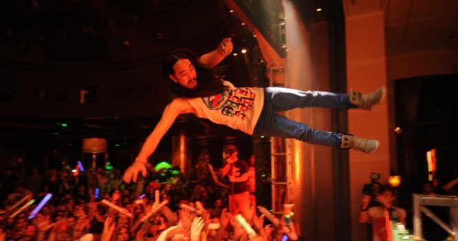 Woman Sues Steve Aoki For Stage Dive-Related Neck Injury