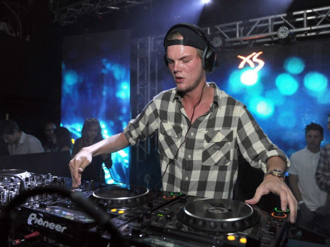 Avicii Reveals 360-Degree, Interactive Music Video For 'Waiting For Love'