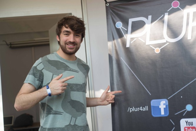 Watch The Fan Compilation Video For Oliver Heldens' 'Bunnydance'