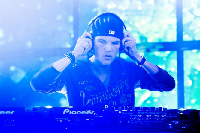 Relive Avicii's Epic Performance At A Major UK Music Festival [VIDEO]