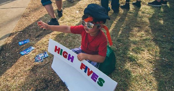 7-Year-Old Bonnaroo Celebrity Breaks High Five World Record