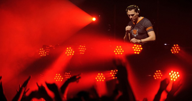Watch Tiesto Perform An Epic Number With A Full Choir & Violin Section [VIDEO]