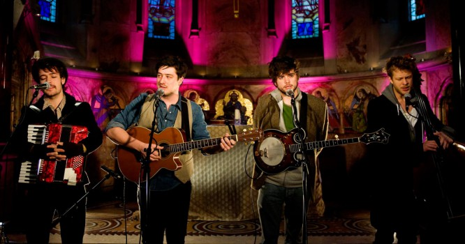 Banjo Player Of Mumford & Sons Talks His Techno Side Project [VIDEO]