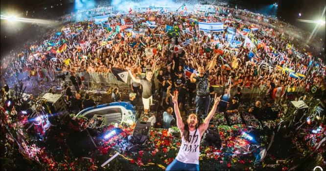 Steve Aoki Debuts New Titanic Remix At Tomorrowland [VIDEO]