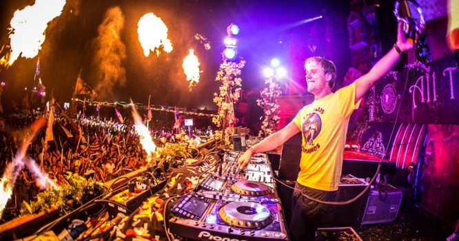 Armin van Buuren Debuts Biggest Collab Yet At Tomorrowland [VIDEO]