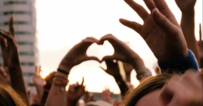 7 Ways EDM Made the World a Better Place in 2015