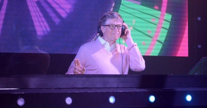 Watch 'DJ' Bill Gates Spin on The Tonight Show Starring Jimmy Fallon [VIDEO]