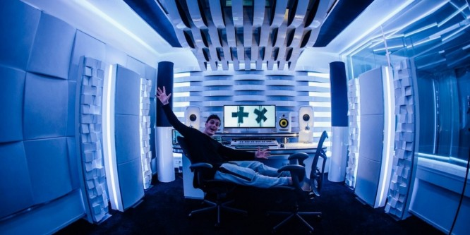 "Martin Garrix Side Project Area 21 Releases Second Single ""Girls"""