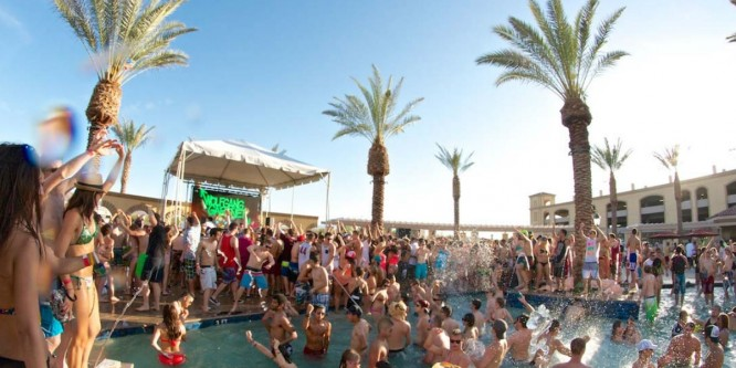 9 Poolside Tracks That Will Keep The Summer Vibin'