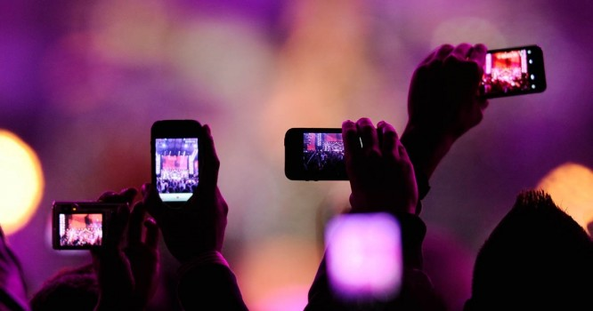 Electronic Artist Bans Phone Use for a More Intimate Concert Experience