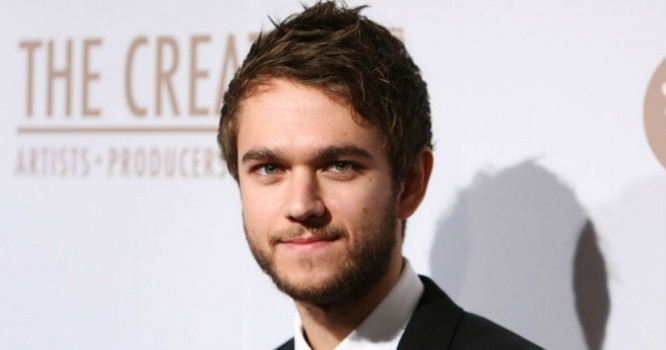 Hailee Steinfeld Tastes Love With Zedd & Grey on 'Starving'