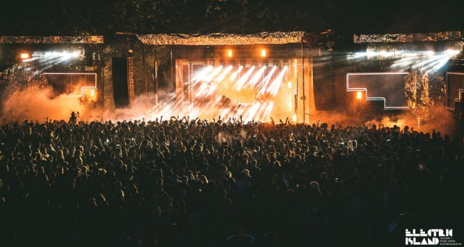 Toronto's Electric Island Brought the Heat Despite Cool Temps REVIEW]